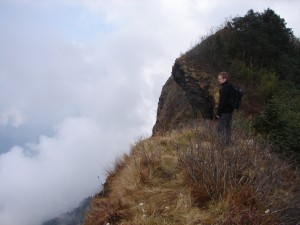 On the ridge above the clouds: towards Tibet