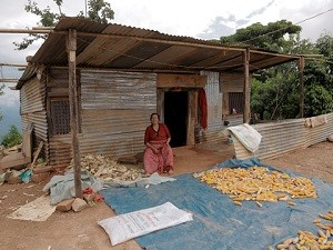 Waiting for the NRA: woman in front of a typical shelter (Kavre)
