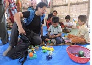Seriously concerned about the future of millions of children: UNICEF representative Hozumi visiting a school